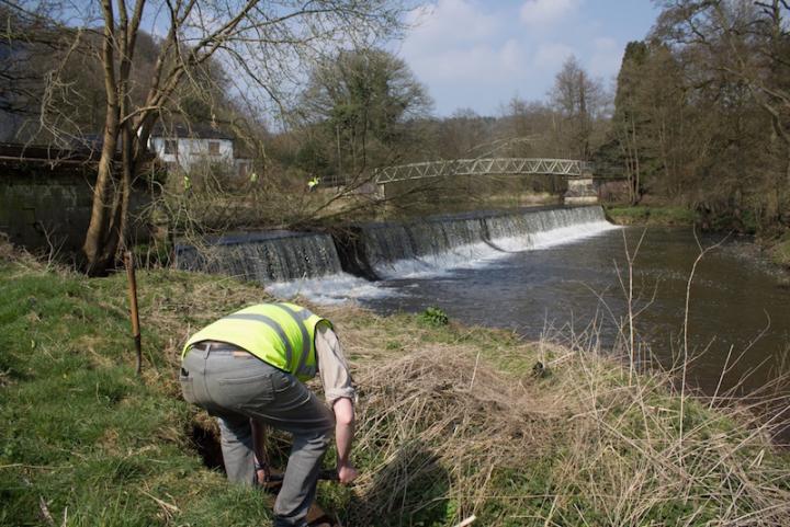 Volunteer work party Crumpwood Weir - April 2015