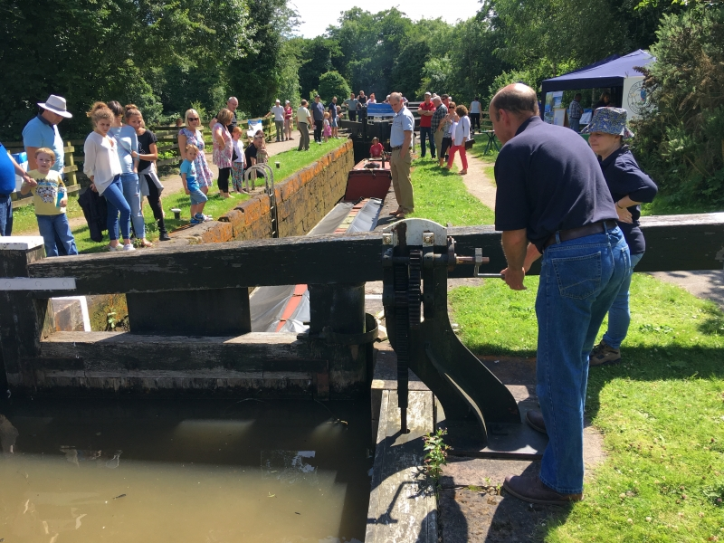 Lock demonstration at Community Waterways Day, Froghall, July 2016